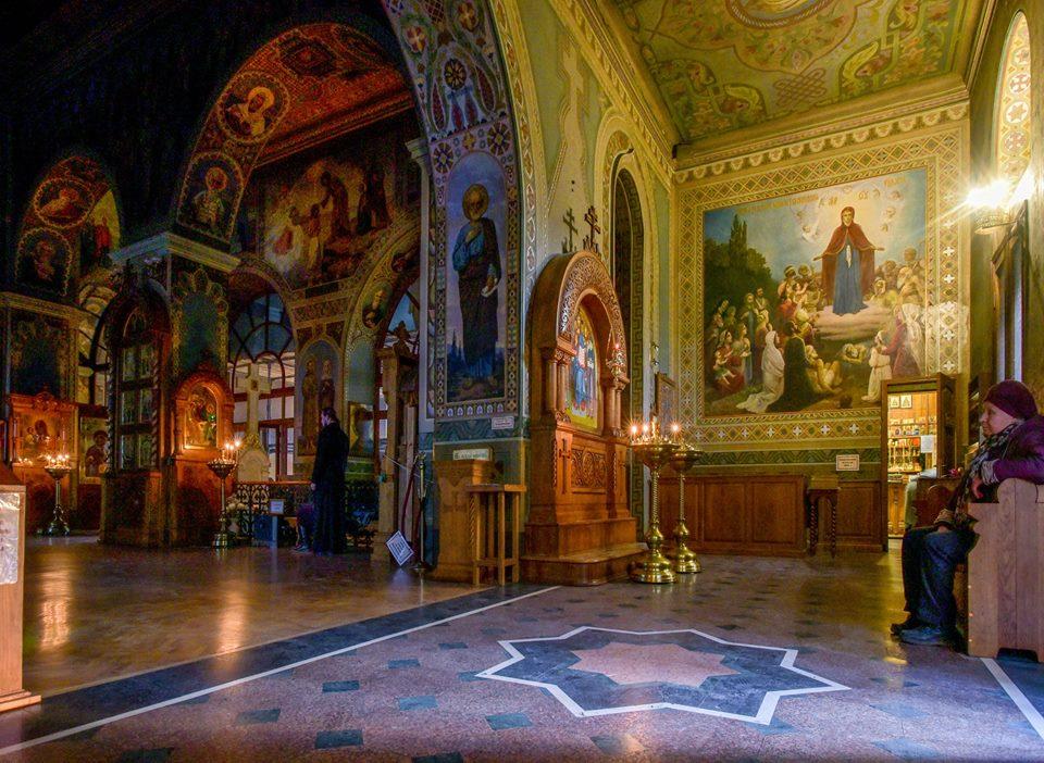 Интерьер Троицкого храма Ионинского монастыря в наши дни