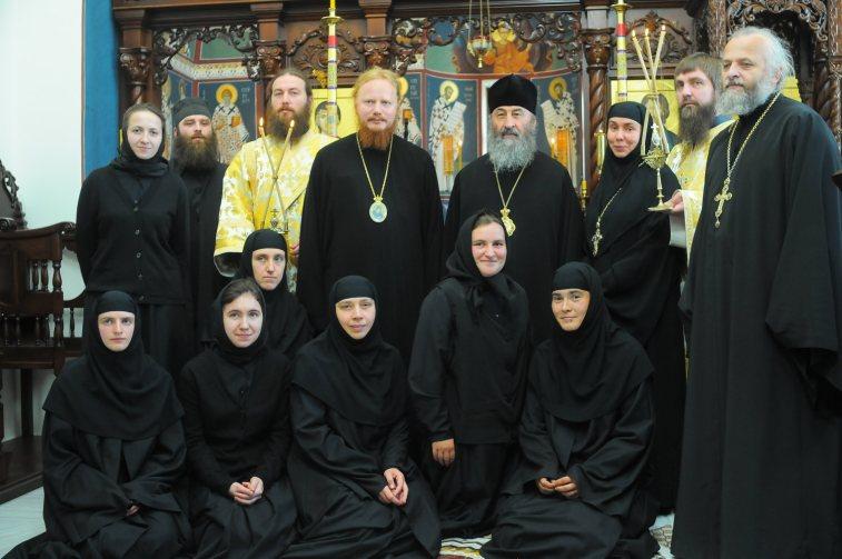 Блаженнейший Митрополит Онуфрий с сестрами и гостями Ольшанского женского монастыря