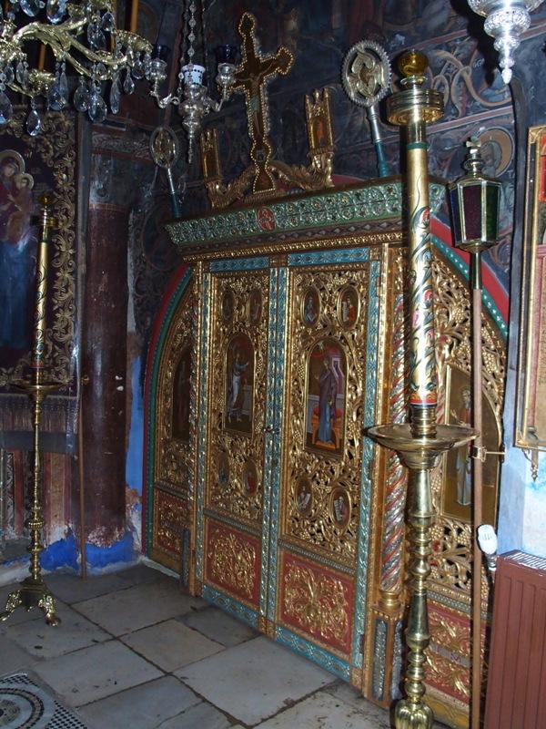 Двери в часовню, где находится икона Божьей Матери «Скоропослушница»