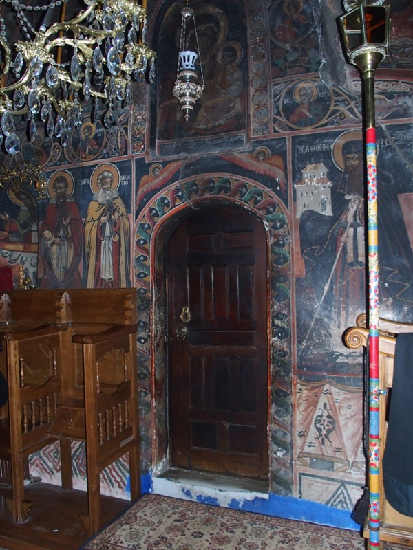 """Вход в храм """"Скоропослушницы"""". В этом храме находится икона Божьей Матери «Скоропослушница» (на холсте) в старинной серебряной ризе"""